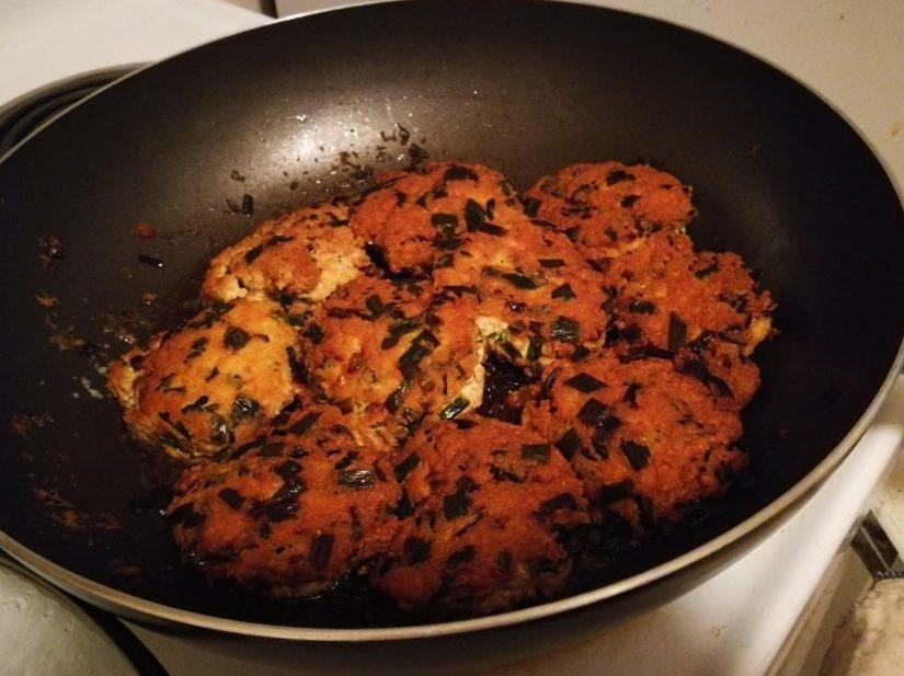 豆腐と鶏肉の割合でいくらでもヘルシーに!鶏つくね